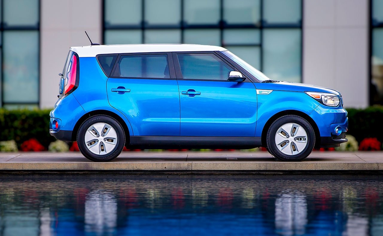 2016 Kia Soul Ev Completes The Love Affair With Its Panoramic Sunroof Oc Weekly