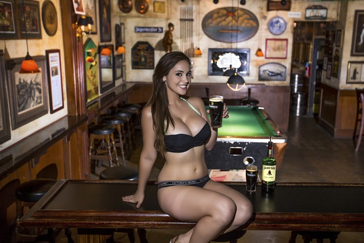 Long time Hot girls at bars you