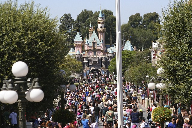 Now That Show Your Disney Side Is Officially Going On I Have Some Bad News For You Guys The Parks Are And To Stay Super Crowded