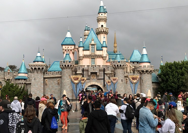 """Disney Ends Special """"Cast Member"""" Holiday Passes to"""