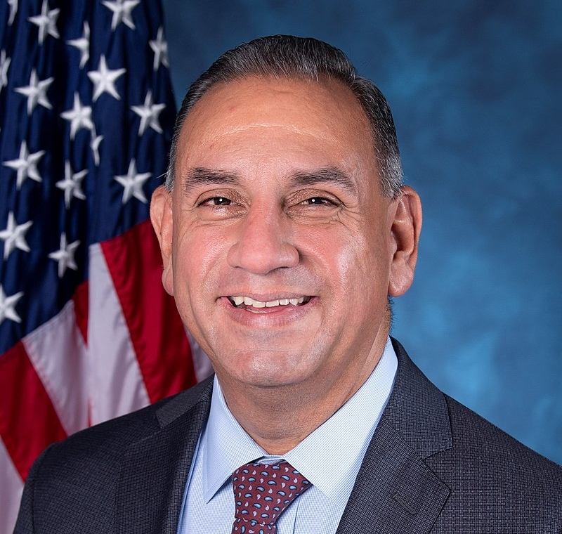 Rep. Cisneros Helps Launch Military Transition Caucus