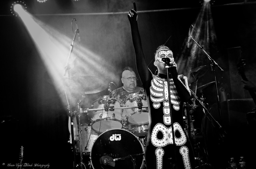 Johnny Vatos And Oingo Boingo Former Members Keep The Legacy Alive Oc Weekly